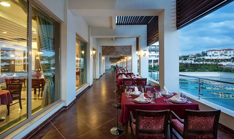 Alba Royal Hotel a la carte restaurant terrace