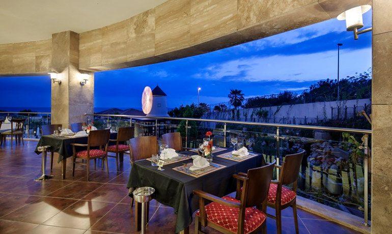 Alba Royal Hotel dinner in terrace