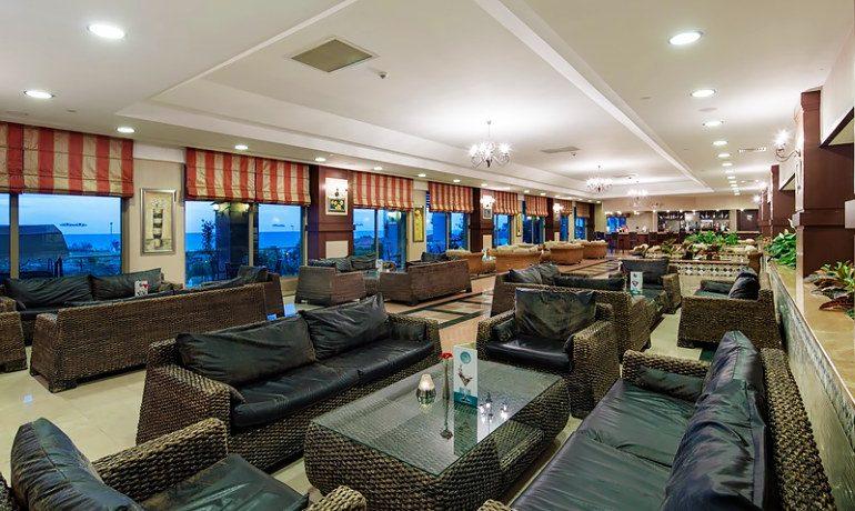 Alba Royal Hotel lounge bar area