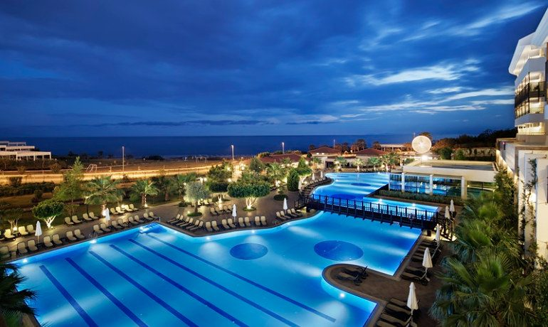 Alba Royal Hotel pool area
