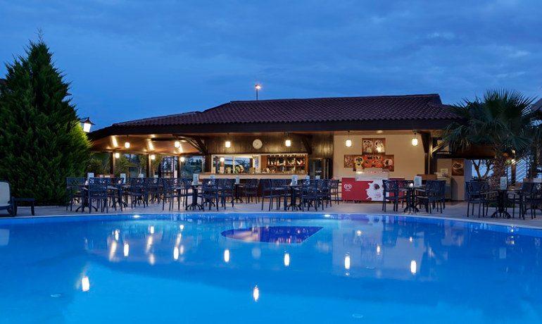 Alba Royal Hotel pool bar