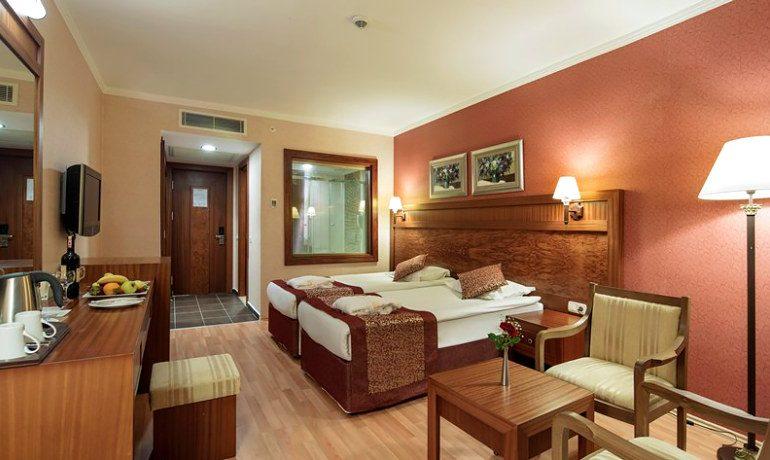 Alba Royal Hotel standard room