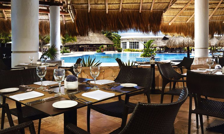 Catalonia Royal Tulum restaurant by the pool