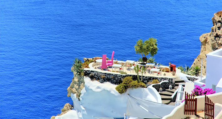Romantic dinner on the cliff in Santorini