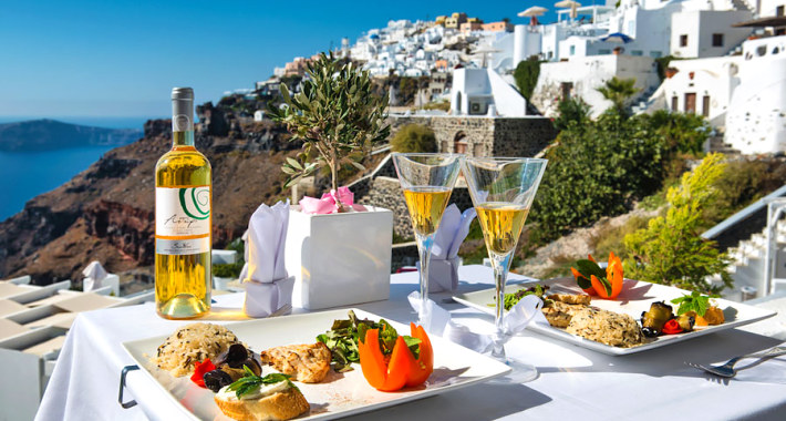 Santorini cuisine and wines