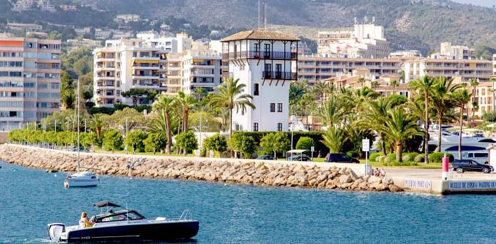 Puerto Portals resort coast