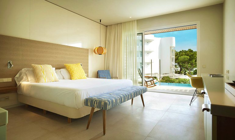 Inturotel Cala Esmeralda emerald junior suite swimup room