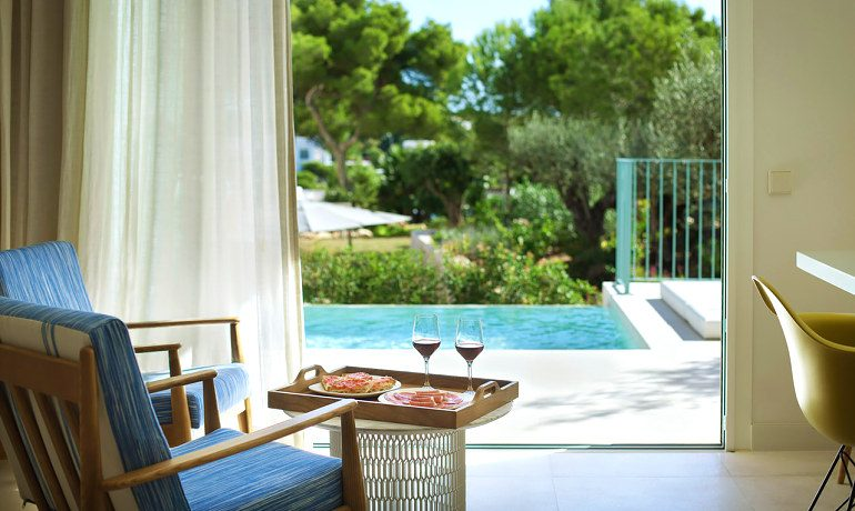 Inturotel Cala Esmeralda emerald junior suite swimup snacks