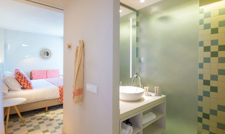 Inturotel Cala Esmeralda premium double room bathroom