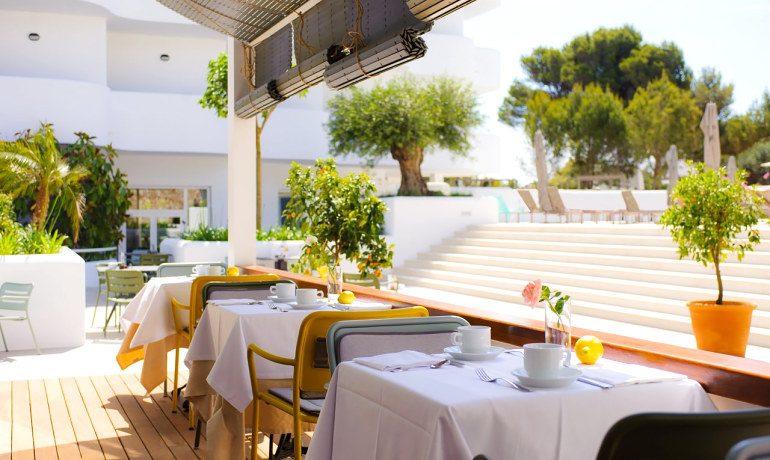Inturotel Cala Esmeralda restaurant sa terrassa