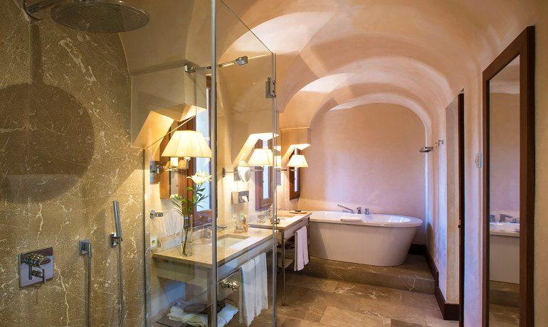 Cap Rocat hotel Fortaleza bathroom