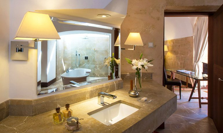 Cap Rocat hotel El Cabo suite bathroom