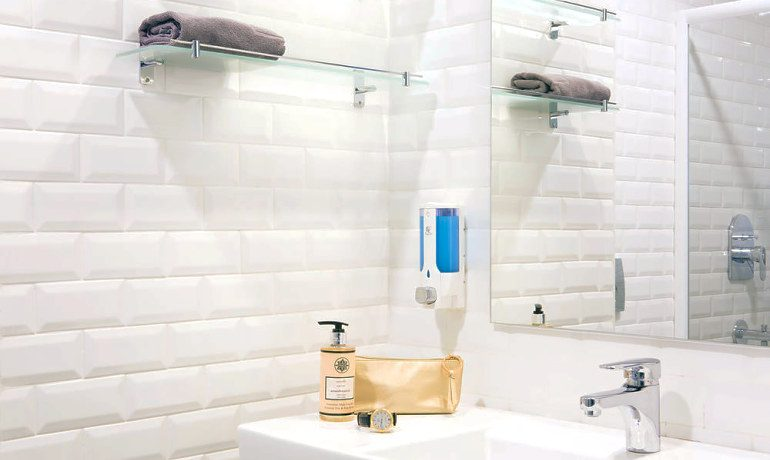 Sunprime C-Lounge double room bathroom