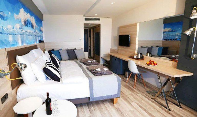 Sunprime C-Lounge suite room