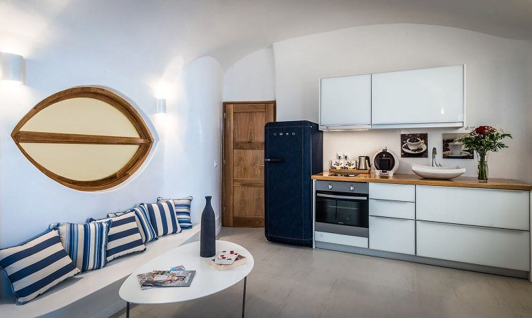 Elite Luxury Suites Santorini elite suite dining room