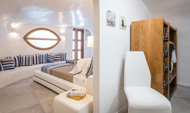 Elite Luxury Suites Santorini elite suite wardrobe