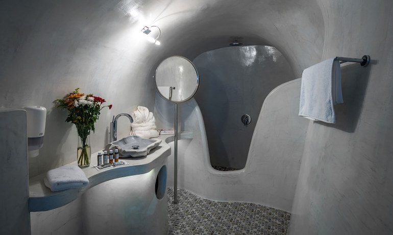 Elite Luxury Suites Santorini grand suite bathroom