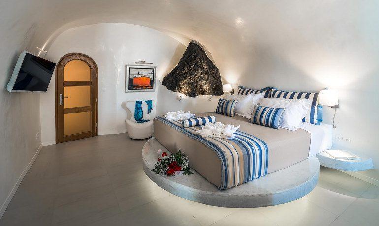 Elite Luxury Suites Santorini grand suite bedroom