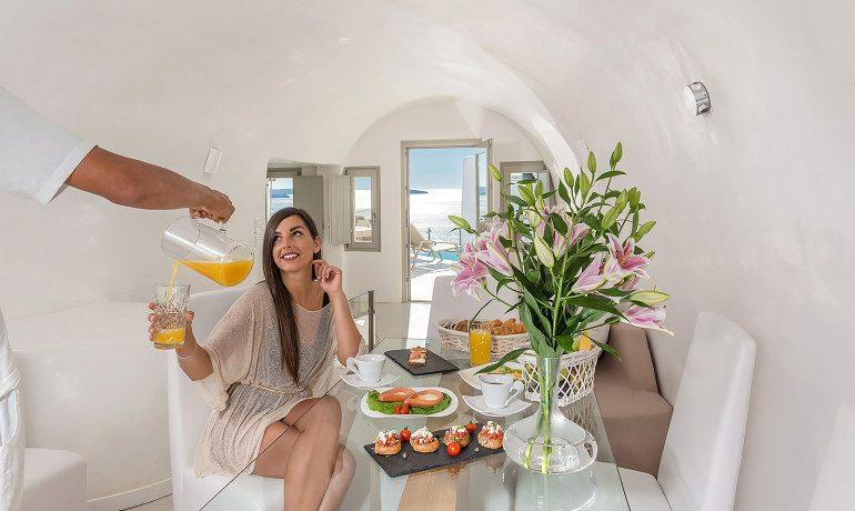 Elite Luxury Suites Santorini grand suite gastronomy