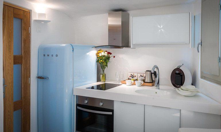 Elite Luxury Suites Santorini grand suite kitchen