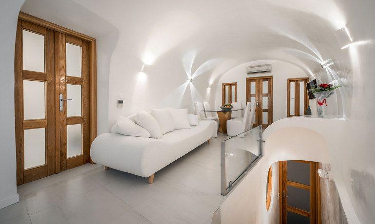 Elite Luxury Suites Santorini grand suite main area