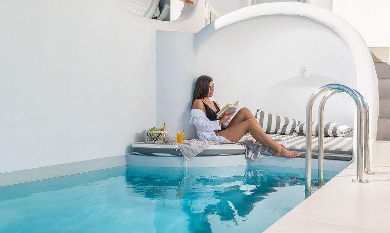 Elite Luxury Suites Santorini grand suite pool
