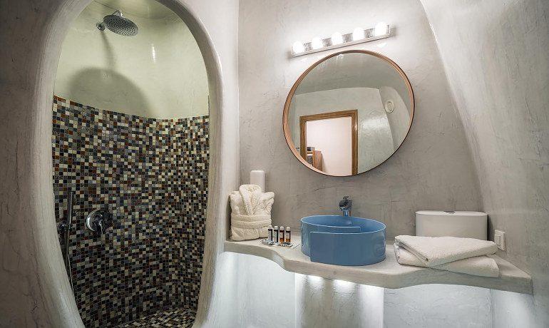 Elite Luxury Suites Santorini premier suite bathroom