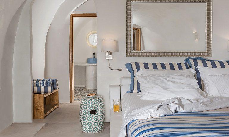 Elite Luxury Suites Santorini premier suite bedroom