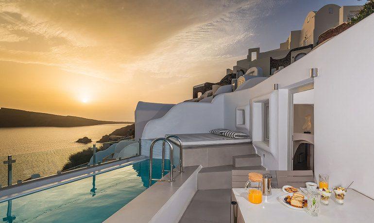 Elite Luxury Suites Santorini premier suite dinner