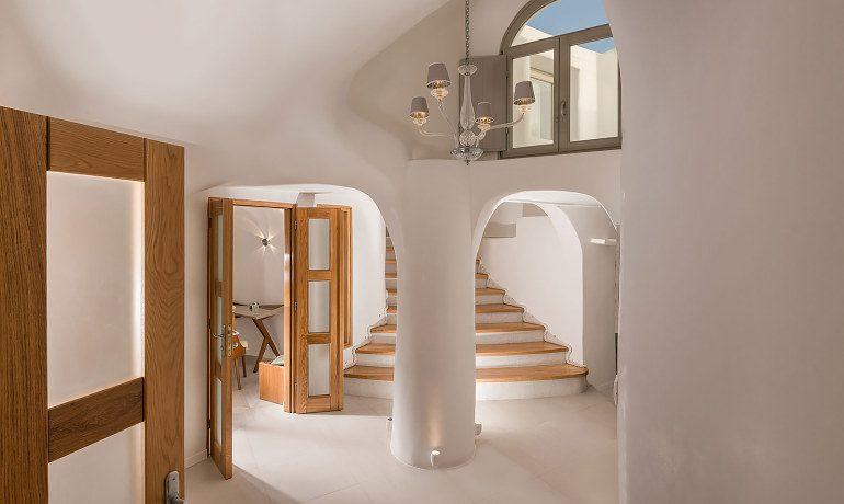 Elite Luxury Suites Santorini premier suite entrance