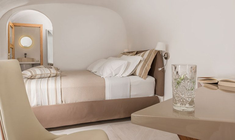 Elite Luxury Suites Santorini premier suite second bedroom
