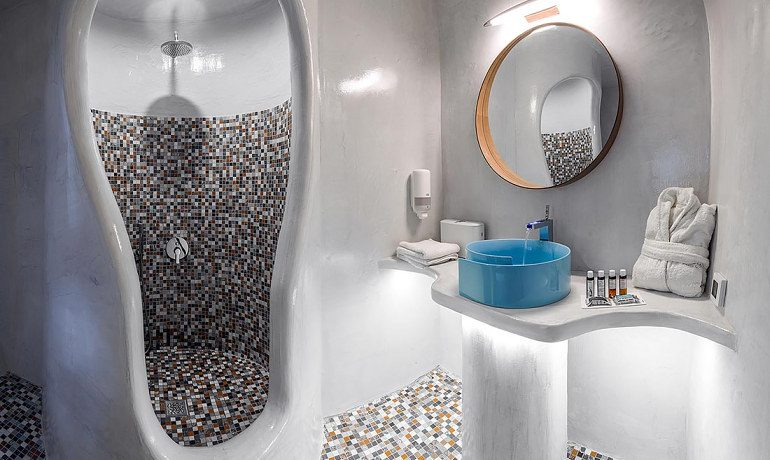 Elite Luxury Suites Santorini presidential suite bathroom