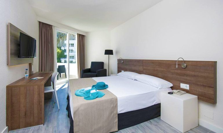 SENTIDO Don Pedro double room with balcony