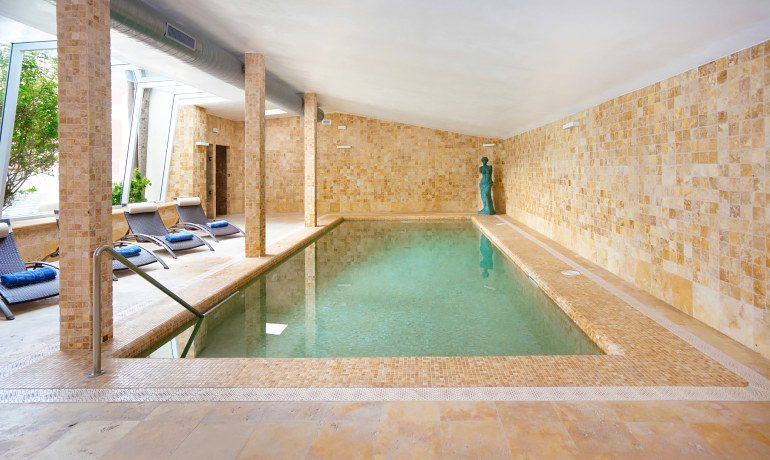 THB Maria Isabel indoor pool