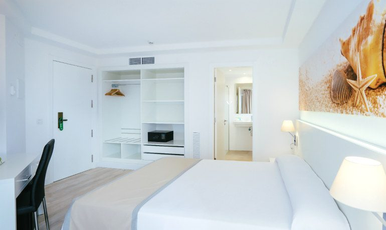 THB Maria Isabel standard double room