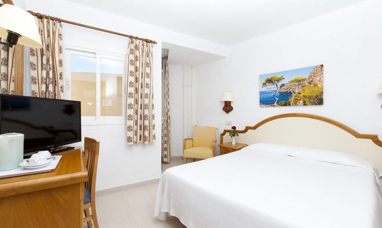 Valentín Reina Paguera double room with balcony