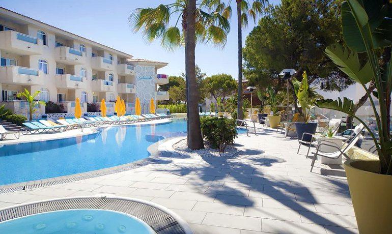 Sotavento apartments pool
