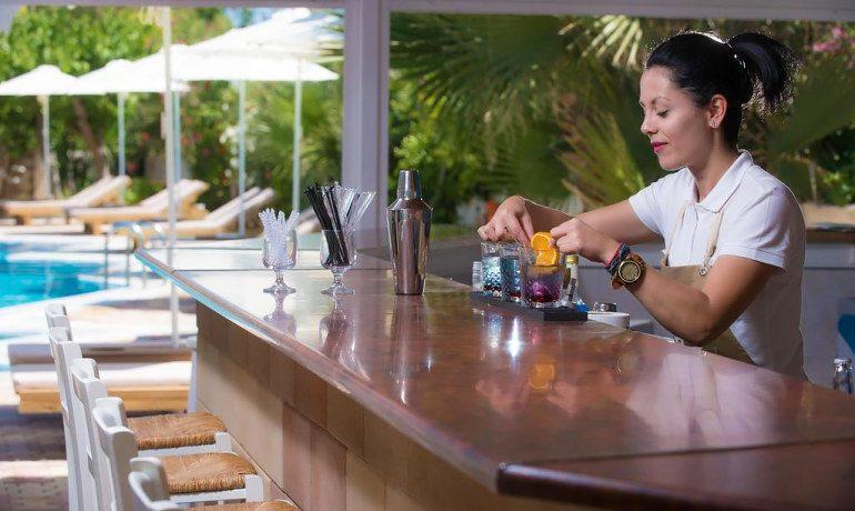 Enorme Armonia Beach bar