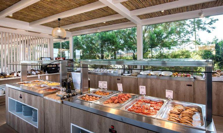 Enorme Armonia Beach gastronomy