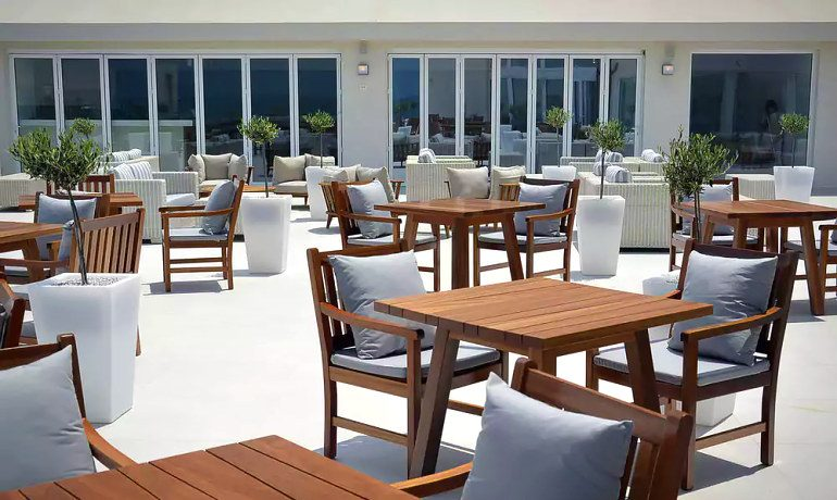 Insula Alba Resort & Spa bar terrace