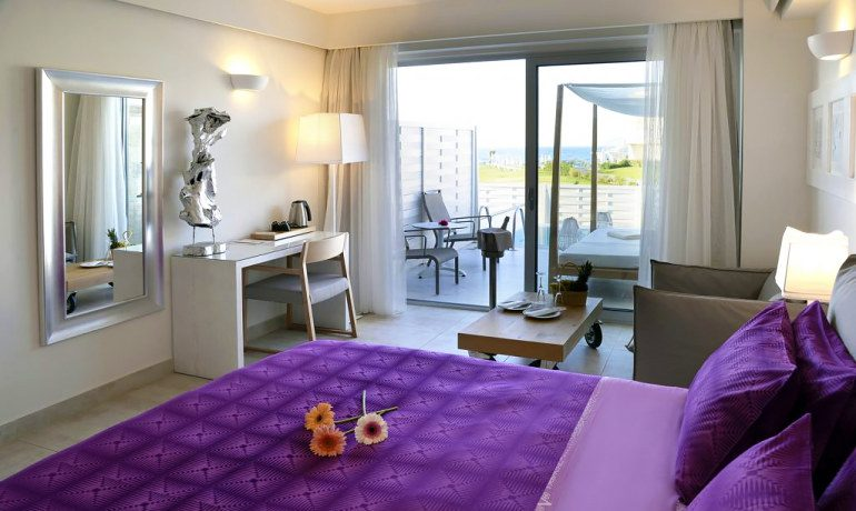 Insula Alba Resort & Spa classic honeymoon room