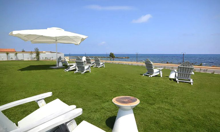 Insula Alba Resort & Spa outdoor terrace