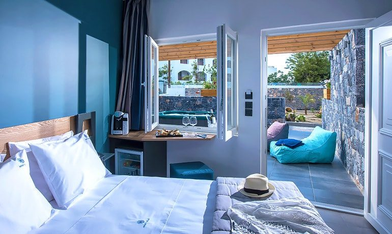 Infinity Blue Boutique Hotel & Spa Luxury studio private jaccuzi