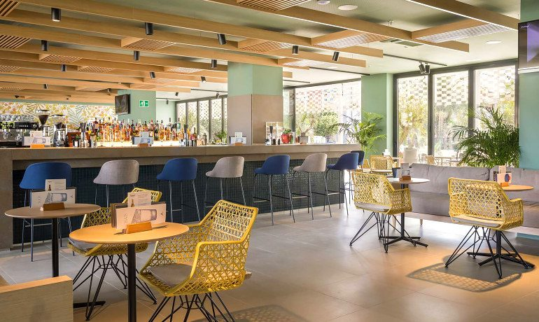 Aqua Hotel Silhouette & Spa lobby bar