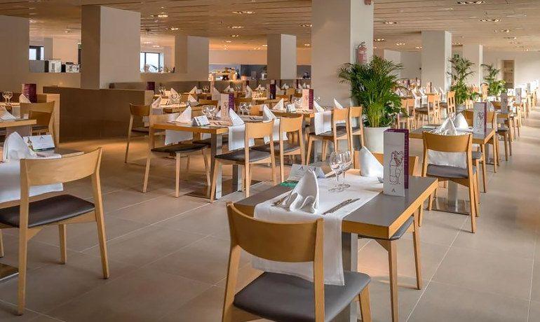 Aqua Hotel Silhouette & Spa main restaurant