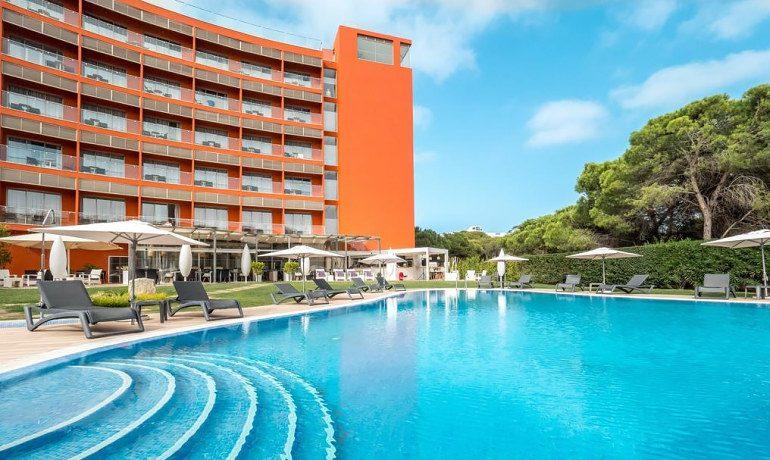 Aqua Pedra dos Bicos adults only hotel pool