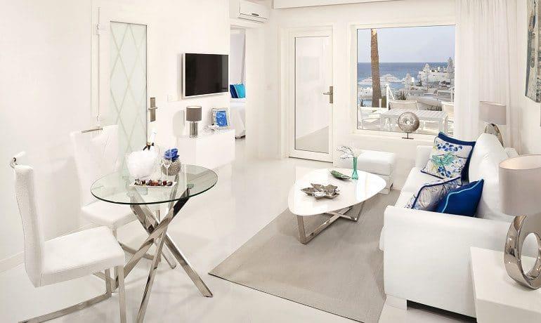 Lani's Suites de Luxe deluxe suite