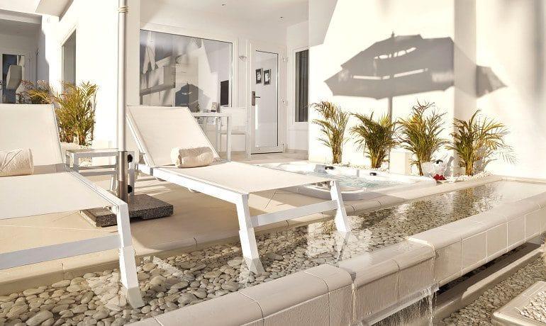 Lani's Suites de Luxe deluxe suite terrace