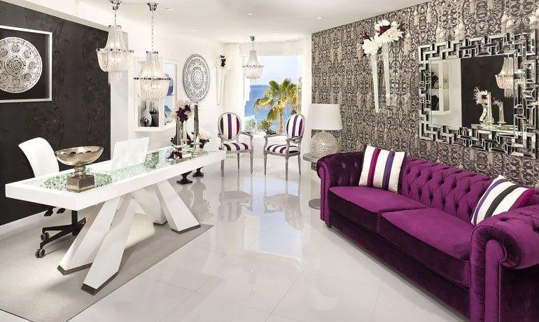 Lani's Suites de Luxe lobby