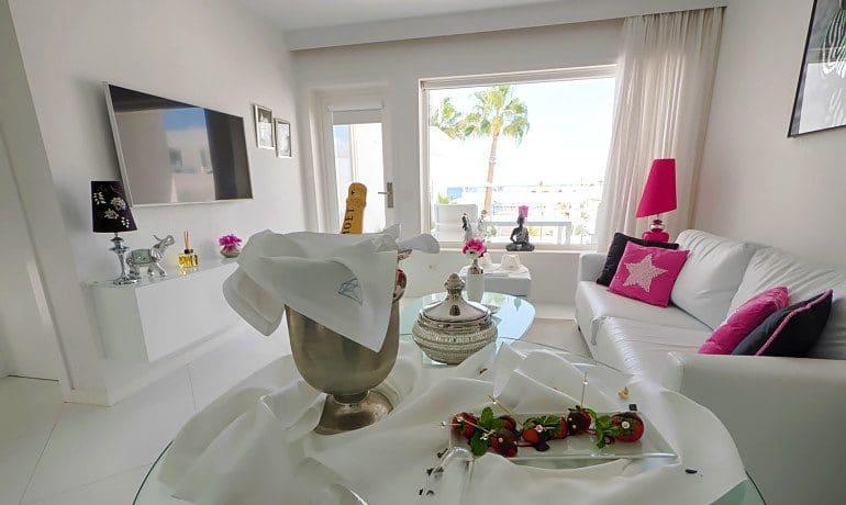 Lani's Suites de Luxe master suite room